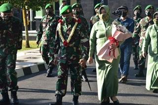 Pelaksanaan kegiatan Apel Kehormatan dan Serah Terima Jabatan dilaksanakan di halaman Makodam VI/Mulawarman hari ini, Sabtu (8/8/20). (Ist)
