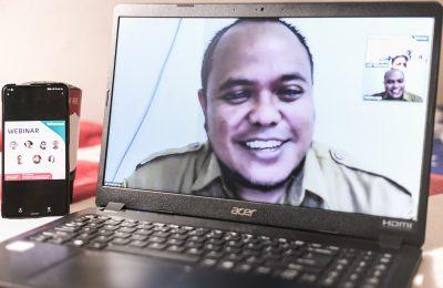 """Balikpapan, helloborneo.com - Telkomsel menjalankan aksi penuh manfaat melalui kegiatan dengan tema """"Teaching in New Normal"""" with Broadband Telkomsel dan Microsoft 365 bagi para guru di Kalimantan."""