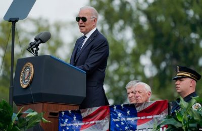 Presiden Joe Biden berbicara dalam upacara penghormatan petugas penegak hukum yang gugur di US Capitol di Washington, Sabtu, 16 Oktober 2021. (Foto: AP/Manuel Balce Ceneta)