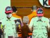 Barang bukti yang disita Komisi Pemberantasan Korupsi (KPK) dalam penangkapan para tersangka di Jakarta dan Musi Banyuasin untuk kasus dugaan suap proyek irigasi dan normalisasi danau, Jumat, 15 Oktober 2021. (Foto: Tangkapan layar/Sasmito Madrim/VOA)