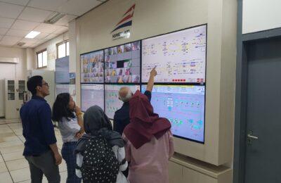 Dipandu oleh pihak PT. KAI, mahasiswa mengikuti workshop di gedung OC Stasiun Manggarai, Tebet, Jakarta Selatan.