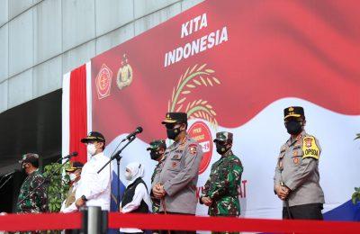 Pemerintah melalui TNI dan Polri juga telah menggelontorkan bantuan sosial PPKM Darurat. (Ist)