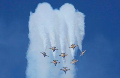 Tim aerobatik Black Eagles Angkatan Udara Korea Selatan tampil pada hari pers Pameran Dirgantara dan Pertahanan Internasional Seoul 2021 di Bandara Militer Seoul di Seongnam, Korea Selatan, Senin, 18 Oktober 2021. (AP Photo/Ahn Young-joon)