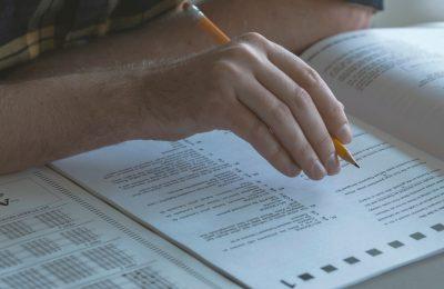 Ilustrasi yang menggambarkan ujian masuk di kampus-kampus AS. (Foto: Netflix via AP)