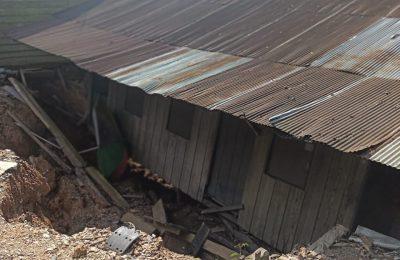 Rumah ambruk akibat operasional tambang batu bara. (Ist)